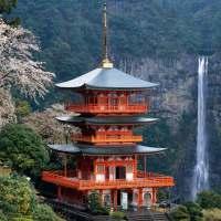 Nachi-falls-and-pagoda-2